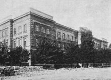 Пехотное юнкерское училище по Старопортофранковской улице. Фотография в книге «Одесса. 1794–1894». 1894 г.