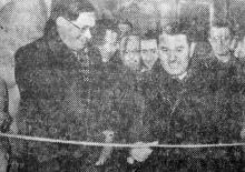 Одесса. Вице-примарь г-н Видрашку перерезает ленту в момент открытия музея. Фотограф В. Зегаус, газета «Молва», 11 февраля 1943 г.
