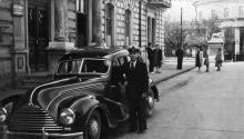 Одесса. Возле здания политотдела «Совтанкера» на Приморском бульваре