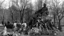 Одесса, памятник И.В. Сталину на площади Советской Армии, траурные дни, 8 марта 1953 г.