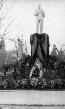 Одесса. Проспект Сталина (между ул. Жуковского и ул. Розы Люксембург). Траурные дни, 8 марта 1953 г.