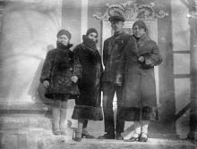 Перед входом в Одесский художественный музей. 30 ноября 1932 г.