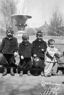Одесса, у фонтана на площади Советской Армии, 1 мая 1954 г.