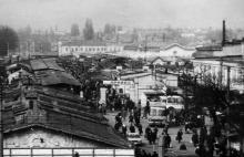 Одесса. Вид Привоза со стороны железнодорожного вокзала.Снимок сделан с верхнего этажа учебного корпуса «Нархоза». Фотограф В.А. Чарнецкий. Апрель 1984 г.