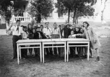 Одесса. В пионерлагере завода Кинап на территории школы, Генуэзская угол Черняховского. 1950 г.