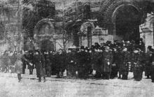 Офицеры румынского гарнизона и руководители военных и гражданских учреждений города перед торжественным богослужением в соборе Св. Ильи 24 января 1942 года. Фото из «Одесской газеты»