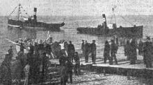 Фотография в газете: «Спуск первой шлюпки на вновь построенной спасательной станции в Ольгино – Люстдорф в Одессе». 17 октября 1901 г.