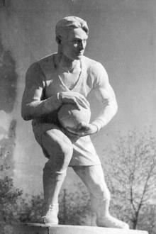Одесса. Скульптура возле стадиона парка  им. С.В. Косиора. Скульптор Татьяна Николаевна Стась-Склярова, 1937 г.