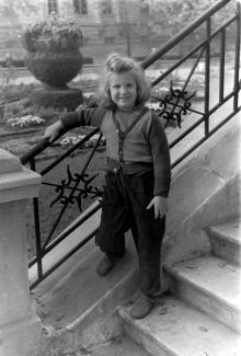 Одесса. На ступенях археологического музея. 1960 г.