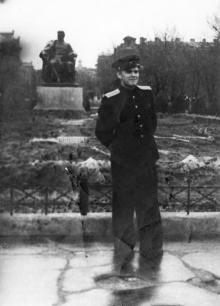 Одесса. Площадь Советской Армии. Перед композицией «Великие стройки коммунизма». 1957 г.