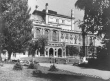 Одесса. Пред оперным театром. 7 ноября 1947 г.