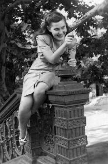 Одесса. На лестнице между Театральной площадью и переулком Чайковского. 1947 г.