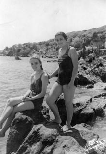 Одесса. В Аркадии. Правее (ближе к 16-й) от основного пляжа. 1955 г.