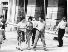 Одесса, на ул. Дерибасовской возле дома №16. 1965 г.