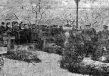Одесса. Возложение венков на могилы в парке Шевченко. 6 декабря 1942 г. Фото из «Одесской газеты»