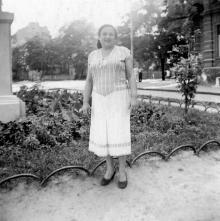 Одесса. Ул. Красной Армии, возле дома № 7 и скульптуры Сталина. 1952 г.