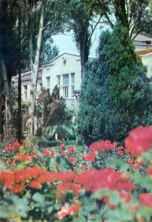 Одесса. Лечебный корпус Лермонтовского санатория. Фото из справочника «Курорты Одессы», 1976 г.