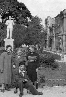 Одесса. Ул. Красной Армии, возле дома № 7. Справа — Политехнический институт до переезда. 1956 г.