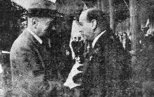 Одесса. Губернатор Транснистрии Г. Алексяну приветствует министра путей сообщения Германии Дормюллера на перроне вокзала. 2 октября 1943 г. Фото из «Одесской газеты»