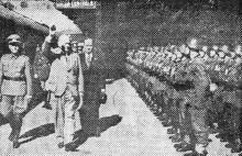 Одесса. Министр путей сообщения Германии Домюллер совместно с Г. Алексяну обходят германский почетный караул. 2 октября 1943 г. Фото из «Одесской газеты»