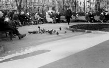 Одесса. В сквере на Привокзальной площади, на пересечении Чижикова и Лейтенанта Шмидта. 1960-е годы