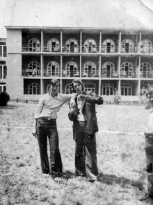 Санаторий «Фонтан», на фоне 11-го корпуса. Одесса