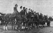 Одесса. Участники скачек на стадионе Александровского парка. 5 сентября 1943 г. Фото из газеты «Молва»