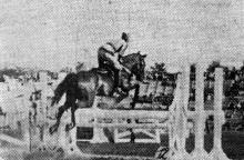 Одесса. Скачки на стадионе Александровского парка. Прыжок через препятствие. 5 сентября 1943 г. Фото из газеты «Молва»