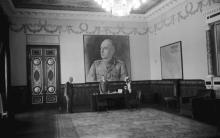 Одесса. Губернатор Транснистрии Г. Алексяну в своем кабинете в Воронцовском дворце. Фотограф Willy Pragher. Июнь, 1943 г.
