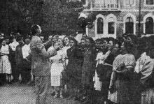 Одесса. Выступление хора румынского кружка в военном госпитале 30 августа 1943 г. Фото из газеты «Молва»