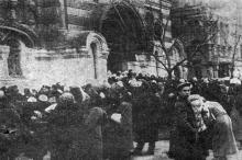 Одесса. Возле  Ильинского Кафедрального собора. Фото из «Одесской газеты». 11 марта 1942 г.