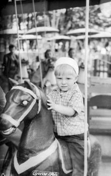Одесса. На карусели в парке Шевченко. 1967 г.