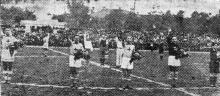 Сборная румынской авиации на поле одесского стадиона (ул. Новорыбная, 3). Фото из газеты «Молва». 14 сентября 1943 г.
