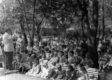 Одесса. Встреча с писателем Владимиром Лясковским в парке Дворца пионеров. 1962 г.