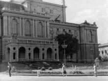 Одесса. Театральная площадь возле театра оперы и балета. 1958 г.