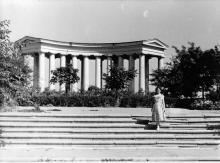 Одесса. Возле колоннады Дворца пионеров. 1958 г.