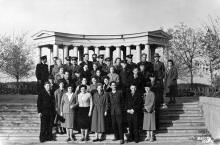 Одесса. Перед колоннадой Дворца пионеров. 1960 г.