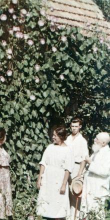 Одесса. Академик В.П. Филатов в своем саду, Пролетарский бульвар, 53. Фотограф Е.Г.  Шаер
