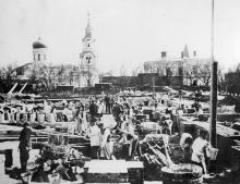 Одесса. Строительство здания семинарии. Слева Свято-Николаевская (Ботаническая) церковь. 1901 г.