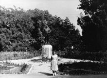 Одесса. Вход в дом отдыха «Ударник» на 15-й станции Большого Фонтана. 1958 г.