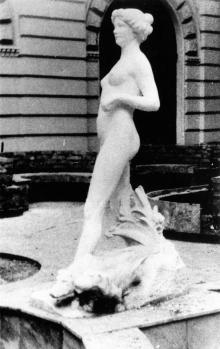 Скульптура «Диана» во дворике гостиницы «Одесса» («Лондонская»)