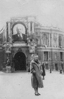 Одесса. Перед театром оперы и балета
