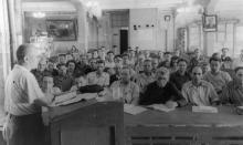 Итоговые полит. занятия в клубе завода ЗОР. Одесса. 1953 г. Феохари. (1749)