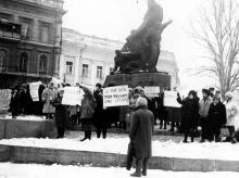 Демонстрация у «Черноморгидростроя» в связи с закрытием ведомственных садиков. Одесса. 1991 г. О. Владимирский (12243)