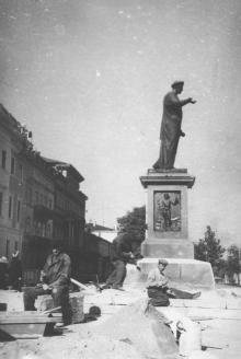 Реставрация памятника Ришелье. Одесса. 1954 г. (2627)