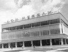 Новый дом мебели вступил в строй на площади 50-летия СССР. Одесса. 25.06.78. И. Павленко. (10576)