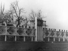 Стенд наглядной агитации на 2-й станции Черноморской дороги. Одесса. 1977 г. (4961)