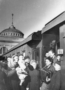 Проводы на целину. Одесса. Левит. 1954 г. (193)