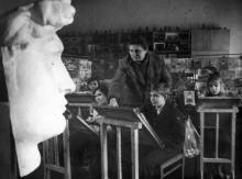 Ю.А. Вольский — руководитель изостудии Дворца пионеров имени Я. Гордиенко. Одесса. Январь 1985 г. (8398)