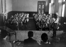 Встреча школьников Одессы со студентами стран народной демократии, обучающимися в Одессе. г. Одесса, октябрь 1974 г. (4841)
